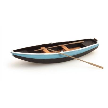 Barque bleue à rames