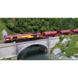"CLASS 66042 EWSI Ep VI - DC/AC + 3 wagons EX ""SOGEWAG"" chargés de ballast"