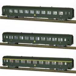 COFFRET 3 VOITURES UIC (2 x B10 et 1 x A9) Vert Celtique 301, châssis gris, logo rond Ep.III