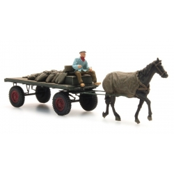 Charrette avec cheval - Transport de sacs de chabon