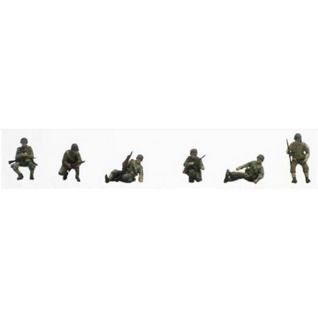 6 soldats de la 2ème DB - Groupe de combat assis/accroupi sur char