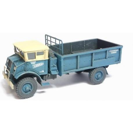 Camion Chevrolet 3T bleu à ridelles