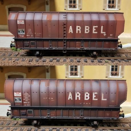 """SET de 2 Wagons ARBEL 1956, Boite à Tampon, caisse ronde """"ARBEL UPWS"""" et caisse pans coupés """"ARBEL"""" Marron châssis noir, patinés"""