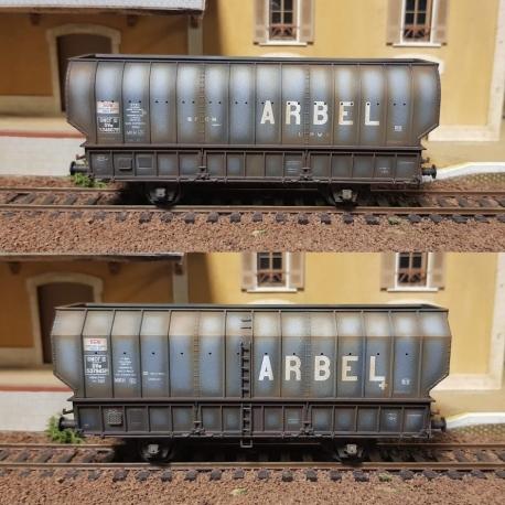 """SET de 2 Wagons ARBEL 1956, Boite à Tampon, caisse ronde """"UPWS"""" et caisse pans coupés """"TRANORD"""" Gris châssis noir, patinés"""