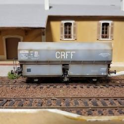 """Wagon patiné MH45 Roue Léonard, 3 essieux """" CRFF"""" Gris châssis noir - Patine Franck BLONDEL"""