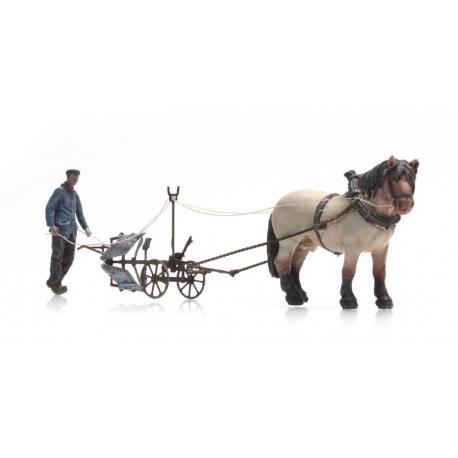 Charrue avec cheval et fermier